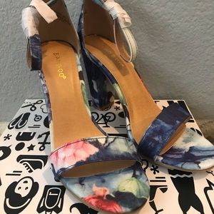 BAMBOO Shoes - NIB - Bamboo FRENZY Blue Floral Heels - Size 8